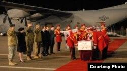 Церемония встречи тела одного из грузинских военнослужаших, погибшего в Афганистане и доставленного на родину. Иллюстративное фото.