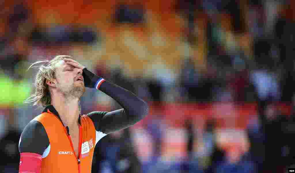 А це нідерландський золотий медаліст Міхел Мюлдер святкує перемогу у швидкісному бігу на ковзанах на 500 м