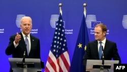 Вице-президент США Джозеф Байден выступает на совместной пресс-конференции с президентом Евросоюза Дональдом Туском.