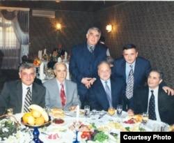 Kamal Abdulla, Çingiz Əlioğlu, Sirus Təbrizli və digər dostları ilə... 1999-cu il.
