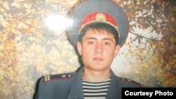 Алишер Бердиев се сол аст, ки нопадид шудааст