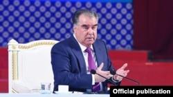 Президент зазначив, що всім країнам світу, в тому числі Таджикистану, «загрожує гостра фінансово-економічна криза»