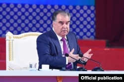 Tajik President Emomali Rahmon meets with scientists on March 18.
