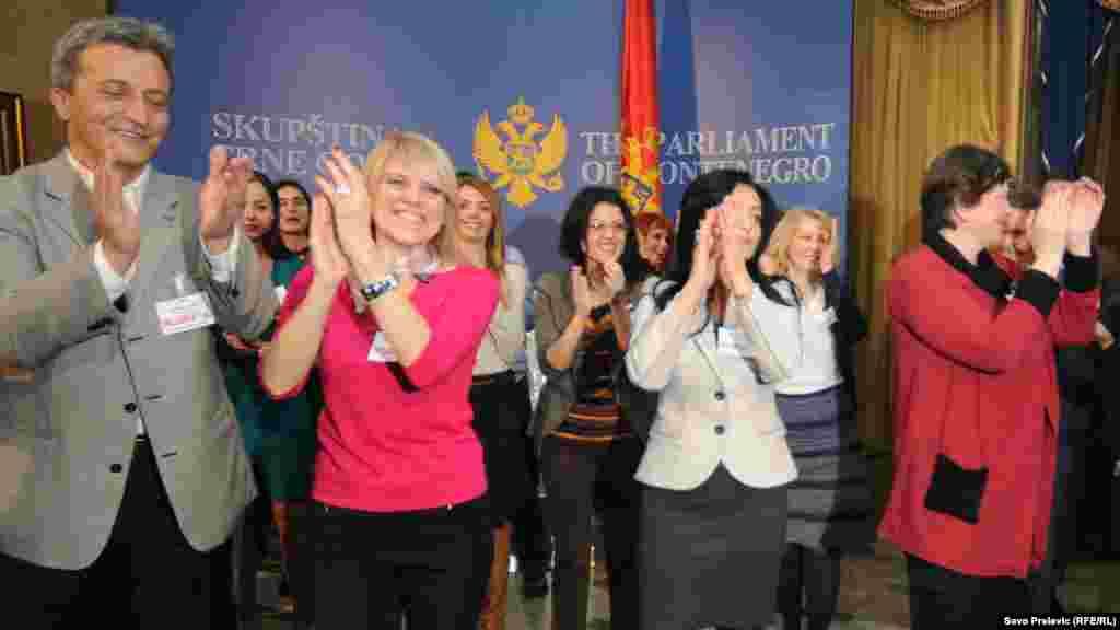 Zaposleni Parlamenta Crne Gore u akciji 'Plesom protiv nasilja'
