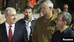 اهود باراک (راست) وزیر دفاع اسرائیل همراه با بنیامین نتانیاهو (چپ) نخست وزیر اسرائیل