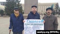 Участники акции с требованием освободить политических заключенных. Уральск, 3 марта 2020 года.