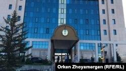 У офиса Центральной избирательной комиссии в столице.