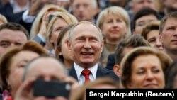 Владимир Путин среди людей