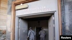 """На американской базе """"Виктори"""" в Багдаде."""