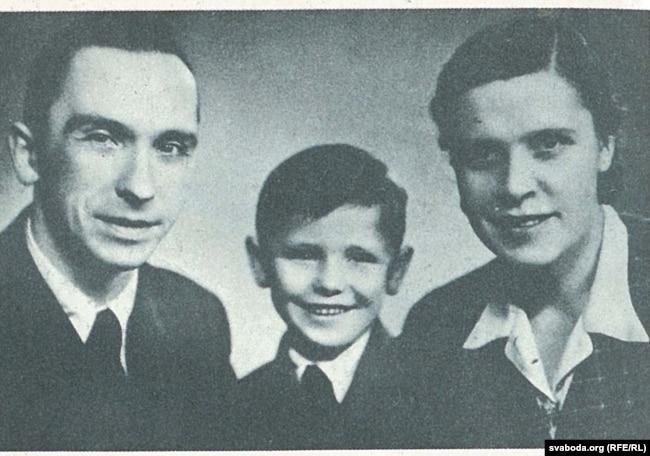 Ларыса і Янка Геніюшы з сынам Юркам перад вайной у Празе