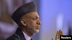 Президент Афганістану Хамід Карзай виступає з промовою перед учасниками «Джирґи миру», Кабулі, 4 червня 2010