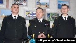 Олег Чубук (в центре)