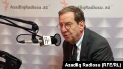 ABŞ-ın Azərbaycandakı səfiri Richard Morningstar AzadlıqRadiosunun Bakı Bürosunda. 14 noyabr 2013