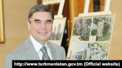 Prezident G.Berdimuhamedow Aşgabat-sitiniň taslamalary bilen tanyşýar. 24-nji iýul, 2019 ý. TDH-nyň suraty.