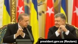Түркия президенті Режеп Ердоған мен Украина президенті Петр Порошенко. Киев, 9 қазан 2017 жыл.