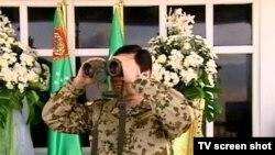 Президент Туркменистана на военных учениях (архивное фото)