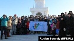 «Қазақ хандығының 550 жылдық мерейтойына 550 метр» флешмоб-жарысына қатысушылар. Астана, 31 қаңтар 2015 жыл.