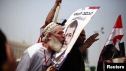 Мусулмон биродарлиги номзоди Муҳаммад Мурсий тарафдори.