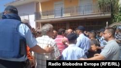 Во струшкото село Октиси, жители од муслиманска вероисповед попречија градба на црква на 25 август 2013.