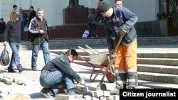 Трудовые мигранты из Таджикистана на стройке в России. Иллюстративное фото.