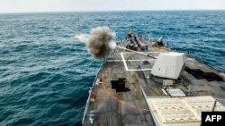 یک کشتی جنگی آمریکا در خلیج فارس (عکس تزئینی است)