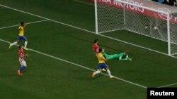 من مباراة الإفتتاح بين البرازيل وكرواتيا