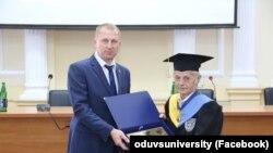Ректор Одеського державного університету В'ячеслав Аброськін і лідер кримськотатарського народу Мустафа Джемілєв