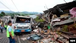 Разрушения после землетрясения магнитудой 7,8 в Эквадоре. Педерналис, 17 апреля 2016 года.