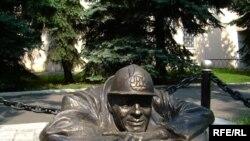 Скульптура на улице Братиславы