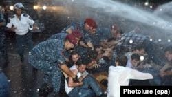 Розгін акції протесту в Єревані, 22 червня, 2015 року