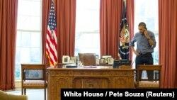 Барак Обама в Овальном кабинете Белого дома