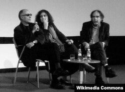 Abbas Kiarostami (solda) Estoril Film Festivalında, Portuqaliya, 2010