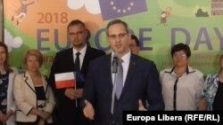 Vitali Ignatiev (în centru), vorbind de Ziua Europei la Universitatea din Tiraspol
