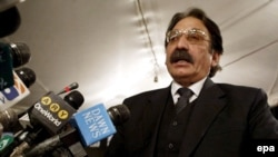 Chief Justice Iftikhar Muhammad Chaudhry announced the ruling in the 16-year-old case. (file photo)