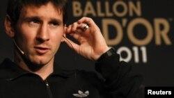 """Leo Messi """"FIFA Men's World Player of the Year 2011"""" mükafatının təqdimetmə mərasimində, Sürix, 9 yanvar 2012"""
