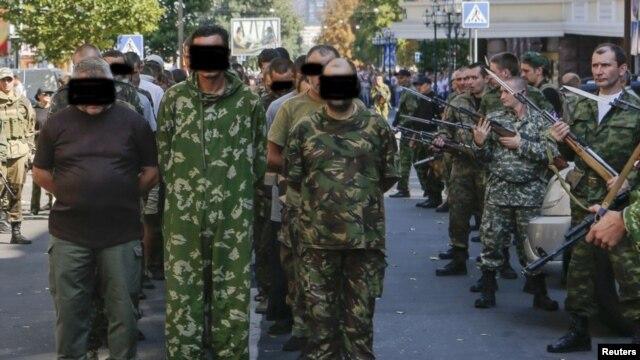«Парад» заручників у Донецьку, 24 серпня 2014 року