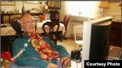 """Рахамим Меламед-Коэн тяжело заболел в 1994 году; постепенно болезнь парализовала все его тело. [Фото — <a href=""""http://www.eyetechds.com/assistivetech/users/rahamim.htm"""" target=_blank>EyeTech</a>]"""