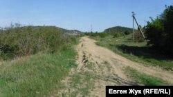 Проселочная дорога мимо бывшего карьера Балаклавского рудоуправления