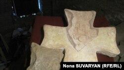Во время раскопок нашли много предметов старины