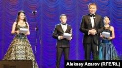 Президент «Казахфильма» Ермек Аманшаев объявляет о завершении работы кинофестиваля «Евразия». Алматы, 19 сентября 2014 года.