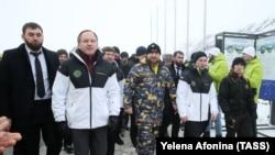 Глава Чечни Рамзан Кадыров (в центре) на открытии горнолыжного курорта «Ведучи». Январь 2018 года.