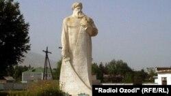 Памятник национальному герою в райцентре, в честь которого и назван Восейский район