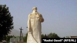 Ҳайкали Восеъ дар маркази ноҳияи Восеъ.