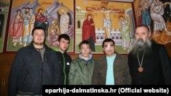 Napadnuti studenti bogoslovije s episkopom dalmatinskim Fotijem