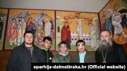 Napadnuti studenti bogoslovije s episkopom dalmatinskim Fotijem, 17. ožujak 2013.