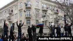 Azerbaijan -- An opposition protest in downtown Baku, 02Apr2011