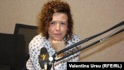 Cristina Pereteatcu în studioul Europei Libere la Chișinău