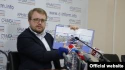 Дмитрий Полонский на презентации фотоальбома