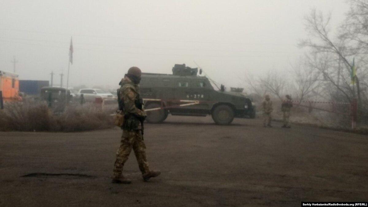 Обмен удерживаемыми: на КПВВ «Майорское» проехала колонна машин ОБСЕ, дежурит скорая