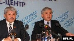 Социал-демократтар фракциясынын төрагасы Бакыт Бешимов жана фракция мүчөсү Иса Өмүркулов.